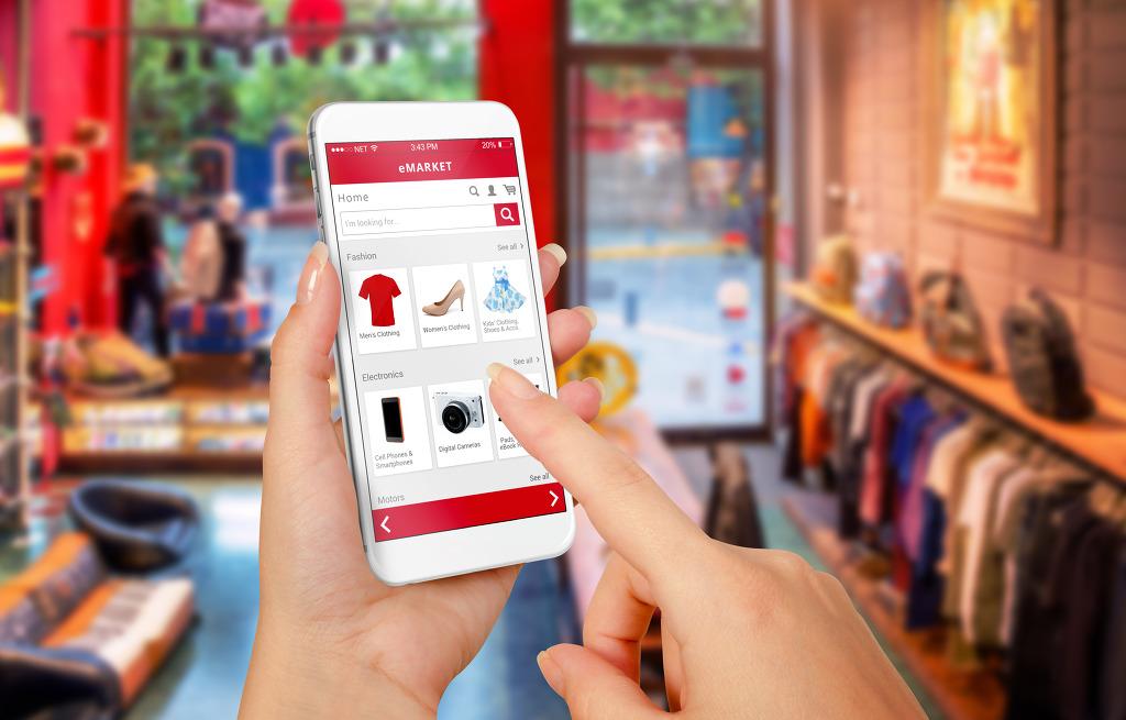 Comprar roupa online: além dos descontos saiba como poupar mais