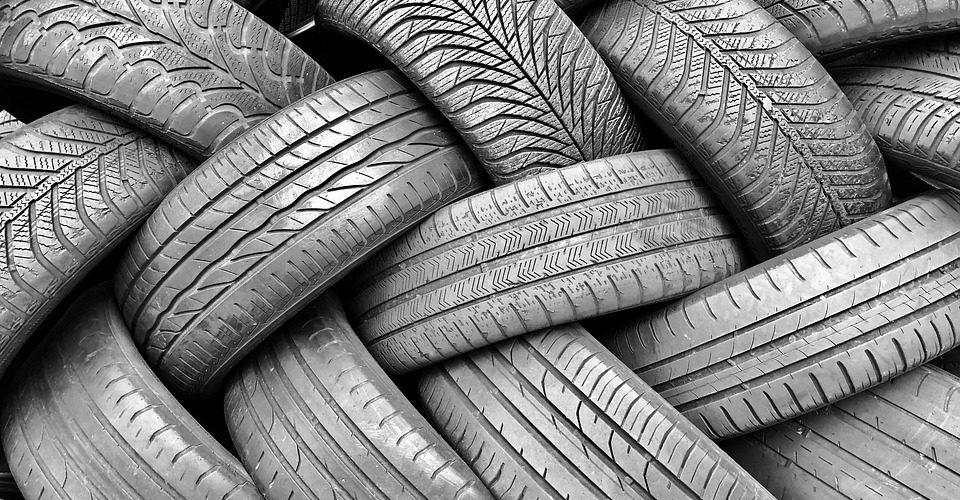 6 Dicas para parar um carro quando um dos pneus explode